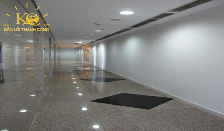 hành lang bên trong khu vực văn phòng tòa nhà  Maritime Bank Tower