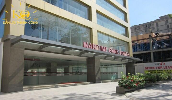 sân bên dưới tòa nhà Maritime Bank Tower