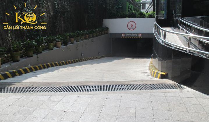 Lối xuống hầm gửi xe