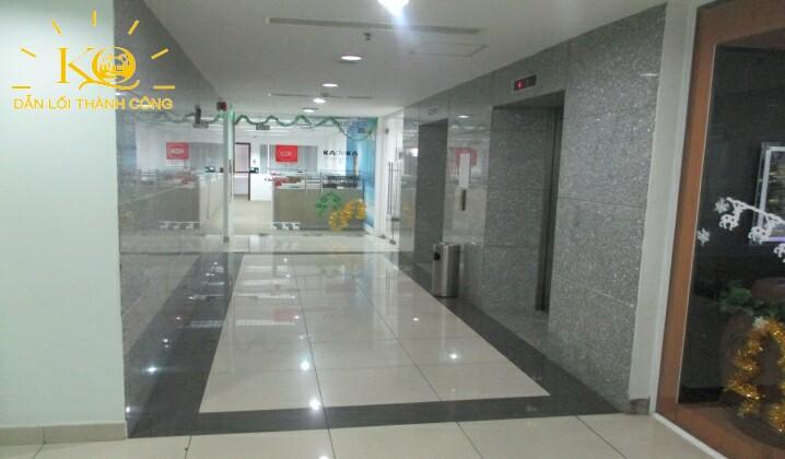 Lối đi bên trong tòa nhà