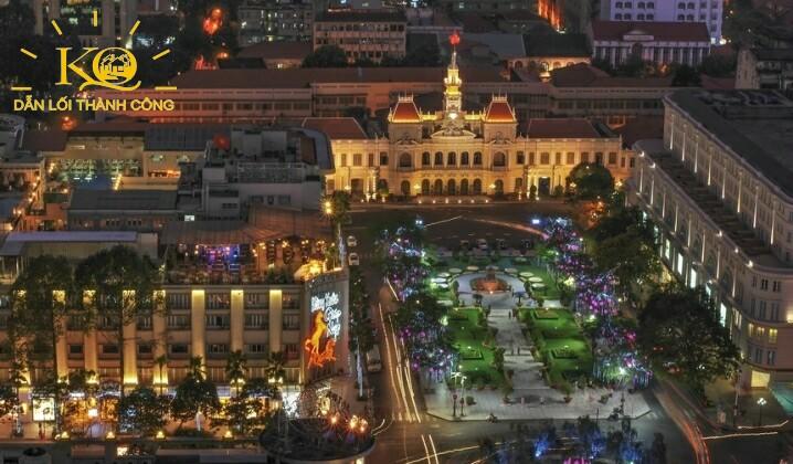 Sun wah tower nhìn ra ủy ban nhân dân thành phố